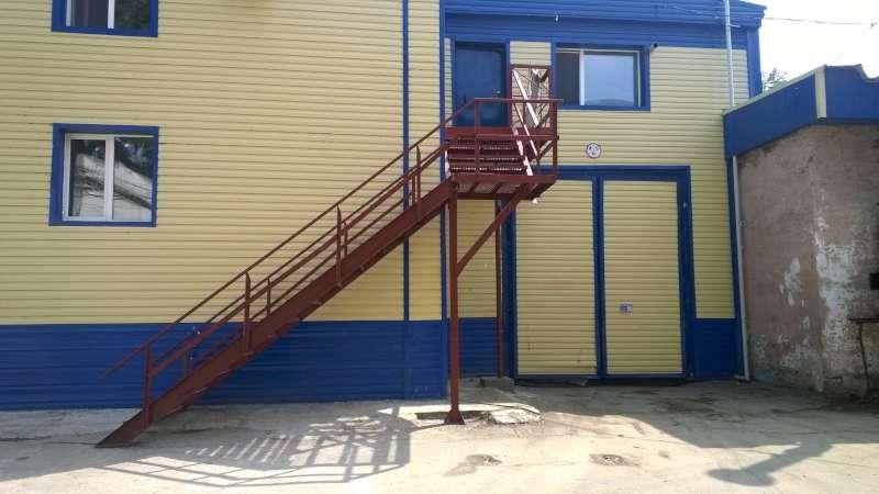Новая лестница в раздевалку СМТ